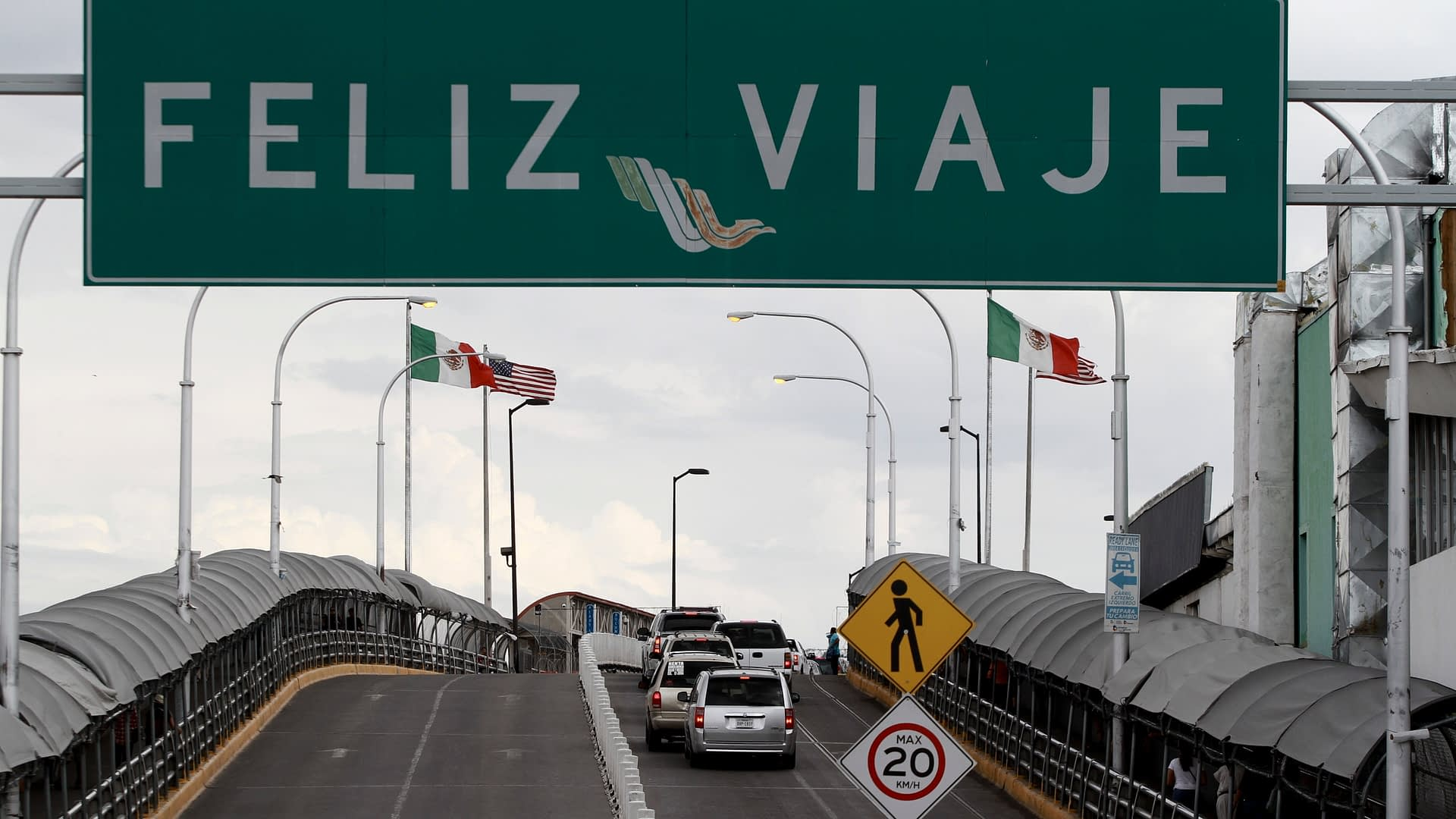 U.S. extends travel restrictions at Canada, Mexico borders