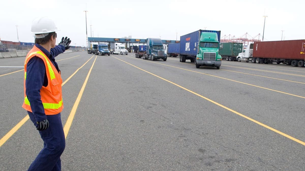 Volatile US-Mexico auto industry disrupts border trucking capacity